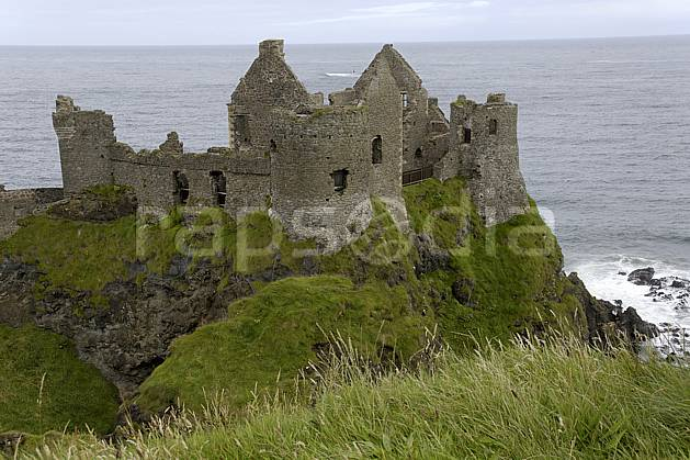 ee071868LE : Dunluce Castle, Bushmills, Ulster (Irlande du Nord).  Europe, CEE, château, ruine, C02 environnement, mer, patrimoine, voyage aventure (Irlande Royaume-Uni).