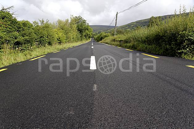 ee072080LE : Glenade, Donegal.  Europe, EEC, road, marking, tar tree, environment, transportation, adventure trip (Ireland).