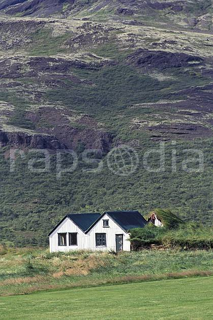 ee1040-04LE : Ferme.  ONU, OTAN, herbe, C02, C01 environnement, habitation, voyage aventure (Islande).