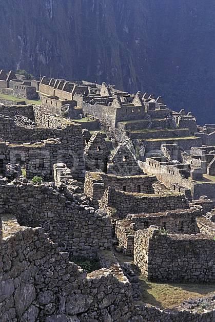 ee1203-16LE : Machu Pichu.  Amérique du sud, Amérique Latine, folklore, habitation, ruine, temple, tradition, C02, C01 environnement, patrimoine, voyage aventure (Pérou).