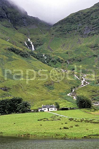 ee2060-14LE : Environs de Glen Coe, Highlands, Ecosse.  Europe, CEE, ciel nuageux, herbe, écosse, C02, C01 environnement, habitation, lac, paysage, voyage aventure (Royaume-Uni).