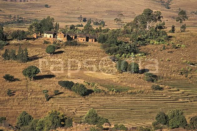ee2245-34LE : Village, Andringitra.  Afrique, Afrique de l'est, herbe, C02, C01 environnement, habitation, voyage aventure (Madagascar).