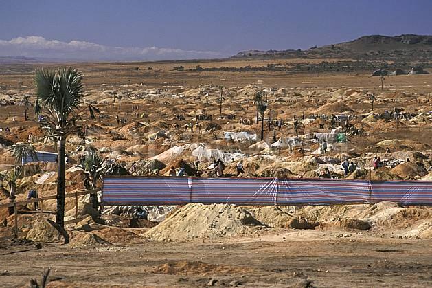 ee2256-13LE : Village minier, Parc National de l'Isalo.  Afrique, Afrique de l'est, ciel bleu, C02, C01 environnement, paysage, voyage aventure (Madagascar).