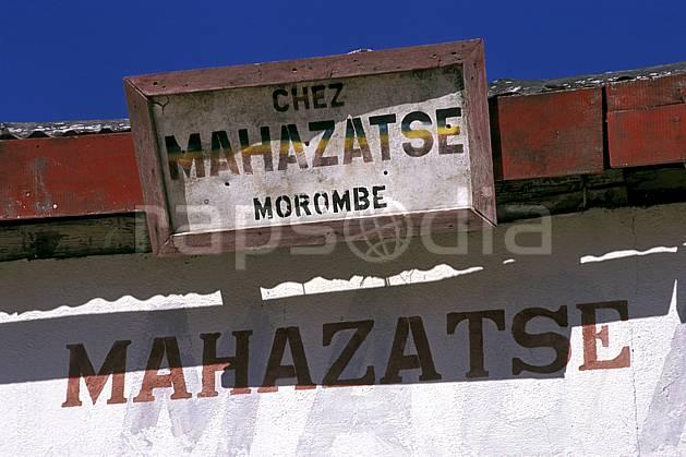 ee2269-01LE : Morombe, Côte  ouest.  Afrique, Afrique de l'est, ciel bleu, panneau, C02, C01 environnement, voyage aventure (Madagascar).