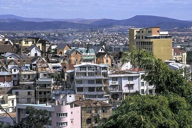 ee2280-05LE : Ville de Tananarive.  Afrique, Afrique de l'est, immeuble, building, C02, C01 environnement, habitation, voyage aventure (Madagascar).
