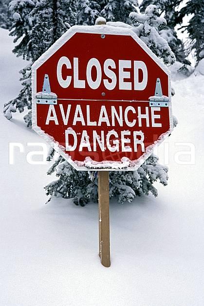 ee2603-12LE : Panneaux : Danger d'avalanche, Alberta.  Amérique du nord, Amérique, panneau, poudreuse, C02, C01 environnement, voyage aventure (Canada).