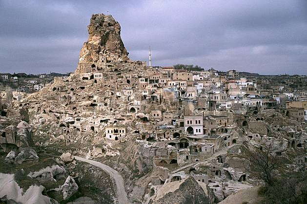 ee2648-29LE : Anatolie Centrale, Cappadoce.  Europe, ciel nuageux, folklore, tradition, C02, C01 environnement, habitation, patrimoine, paysage, voyage aventure (Turquie).
