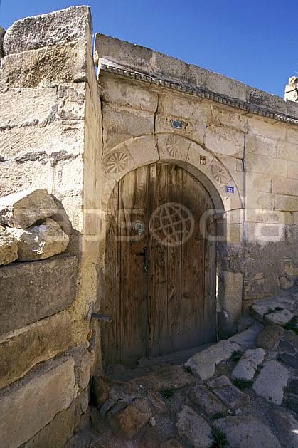 ee2650-32LE : Anatolie Centrale, Cappadoce.  Europe, ciel bleu, habitation, porte, C02, C01 environnement, voyage aventure (Turquie).