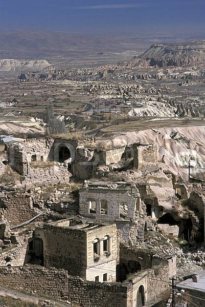 ee2653-35LE : Anatolie Centrale, Cappadoce.  Europe, ciel voilé, folklore, ruine, tradition, C02, C01 environnement, habitation, patrimoine, paysage, voyage aventure (Turquie).