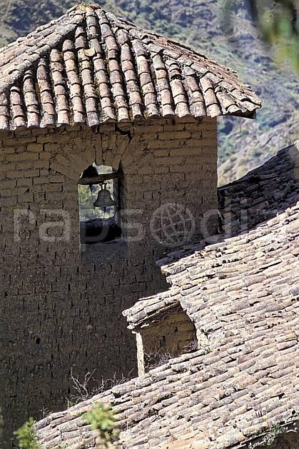 ee2711-14LE : Village au dessus de Chavin.  Amérique du sud, Amérique Latine, toit, église, C02, C01 environnement, voyage aventure (Pérou).