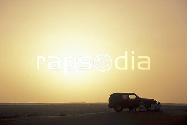 ee2833-22LE : 4X4 dans le désert. 4x4 Afrique, Moyen Orient, sport, loisir, action, sport mécanique, voiture, coucher de soleil, évasion, voiture, C02, C01 désert, environnement, soleil, transport, voyage aventure (Arabie-Saoudite).