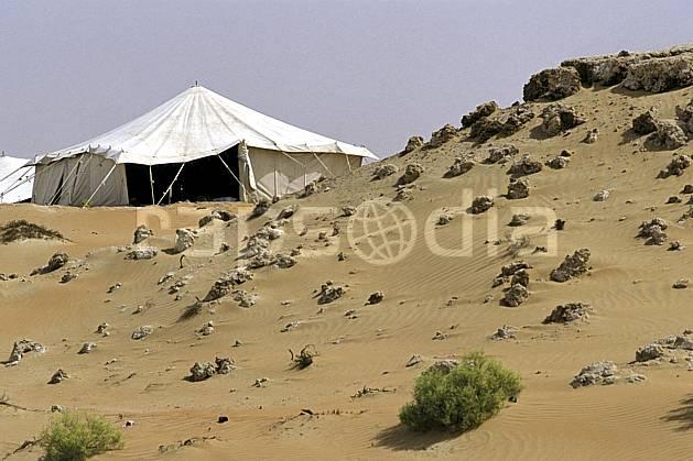 ee2849-11LE : Tente traditonnelle dans le désert.  Afrique, Moyen Orient, ciel voilé, tente, C02, C01 bivouac, désert, environnement, voyage aventure (Arabie-Saoudite).