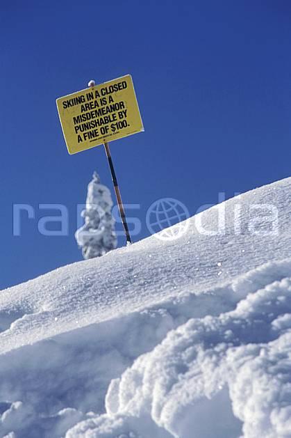 ee2934-21LE : Grand Targhee, Wyoming.  Amérique du nord, ciel bleu, panneau, poudreuse, C02, C01 environnement, voyage aventure (Usa).