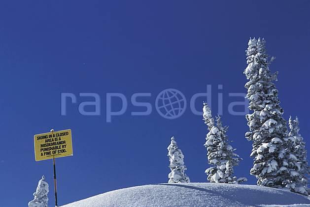 ee2934-22LE : Grand Targhee, Wyoming.  Amérique du nord, ciel bleu, sapin, C02, C01 environnement, voyage aventure (Usa).