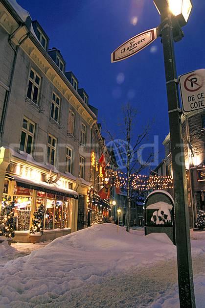 ee3108-27LE : Québec, vieille ville.  Amérique du nord, Amérique, rue, magasin, nuit, lumière, ville, enneigé, C02, C01 environnement, habitation, voyage aventure (Canada Québec).