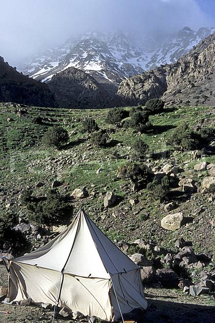 ee3142-36LE : Trek Maroc.  Afrique, Afrique du nord, tente, C02, C01 environnement, habitation, moyenne montagne, paysage, voyage aventure (Maroc).