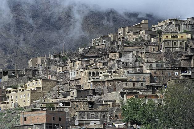 ee3144-04LE : Trek Maroc.  Afrique, Afrique du nord, village, ville, C02, C01 environnement, habitation, moyenne montagne, paysage, voyage aventure (Maroc).