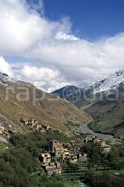 ee3148-20LE : Trek Maroc.  Afrique, Afrique du nord, village, vallée, C02, C01 environnement, habitation, moyenne montagne, paysage, voyage aventure (Maroc).