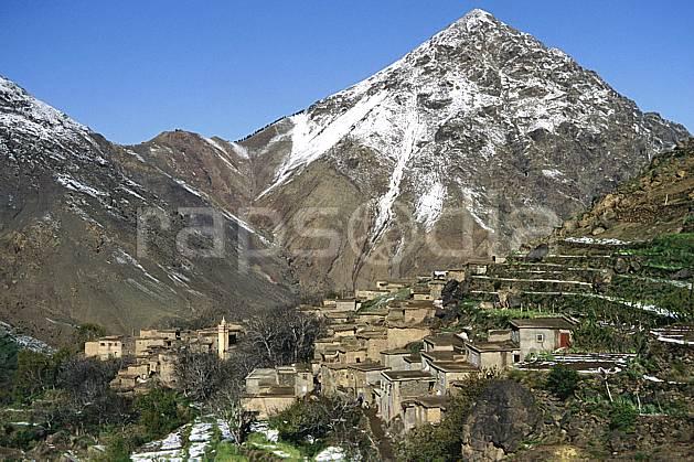 ee3152-24LE : Trek Maroc.  Afrique, Afrique du nord, village, ville, C02, C01 environnement, habitation, moyenne montagne, paysage, voyage aventure (Maroc).