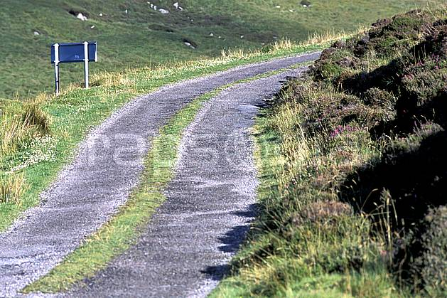 ee3173-20LE : Route d'Irlande.  Europe, EEC environment, transportation, adventure trip (Ireland).