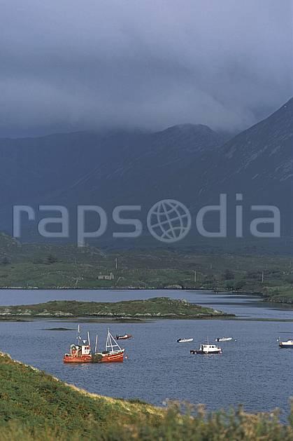 ee3174-05LE : Paysage d'Irlande.  Europe, CEE, bateau, C02, C01 environnement, mer, moyenne montagne, transport, voyage aventure (Irlande).