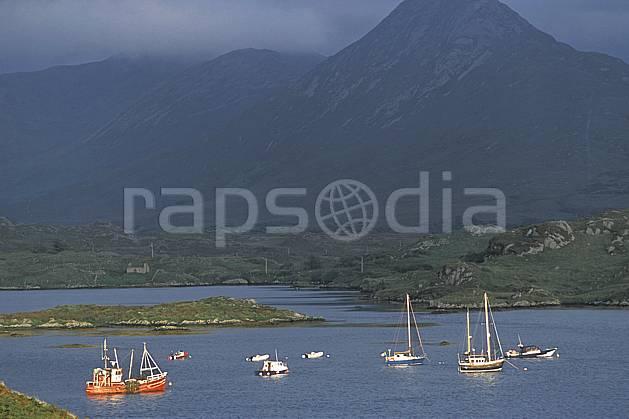 ee3174-06LE : Paysage d'Irlande.  Europe, CEE, bateau, C02, C01 environnement, mer, moyenne montagne, transport, voyage aventure (Irlande).