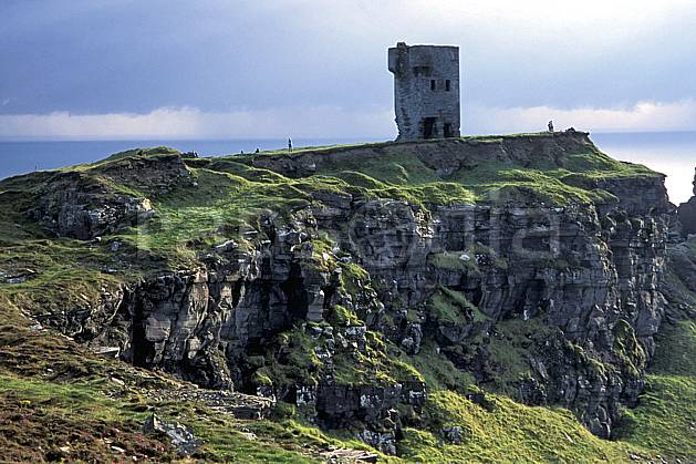 ee3177-22LE : O'Brien Tower, Cliffs of Moher.  Europe, CEE, tour, falaise, château, C02, C01 environnement, habitation, patrimoine, paysage, voyage aventure (Irlande).
