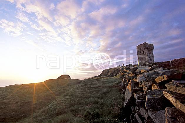 ee3178-18LE : O'Brien Tower, Cliffs of Moher.  Europe, CEE, tour, château, coucher de soleil, C02, C01 environnement, patrimoine, paysage, soleil, voyage aventure (Irlande).