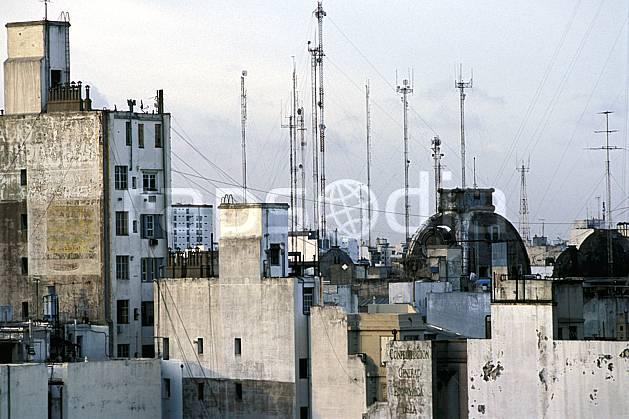 ee3180-06LE : Patagonie.  Amérique du sud, Amérique Latine, Amérique, ville, immeuble, antenne, C02, C01 environnement, habitation, voyage aventure (Argentine).