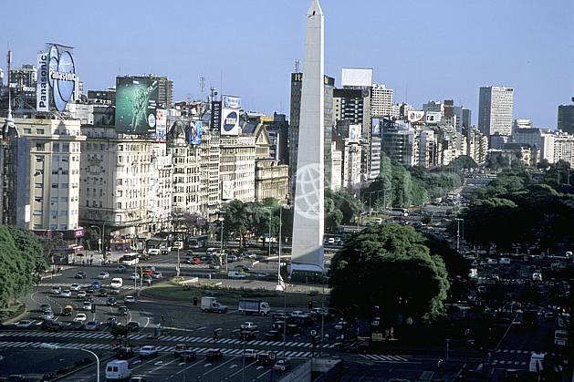 ee3180-08LE : Patagonie.  Amérique du sud, Amérique Latine, Amérique, ville, rue, route, immeuble, voiture, C02, C01 environnement, habitation, transport, voyage aventure (Argentine).