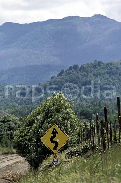 ee3195-07LE : Patagonie.  Amérique du sud, Amérique Latine, Amérique, signalisation, route, C02, C01 environnement, moyenne montagne, paysage, transport, voyage aventure (Argentine).