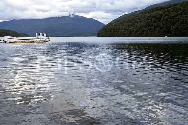 ee3198-20LE : Patagonie.  Amérique du sud, Amérique Latine, Amérique, bateau, C02, C01 environnement, lac, moyenne montagne, transport, voyage aventure (Argentine).