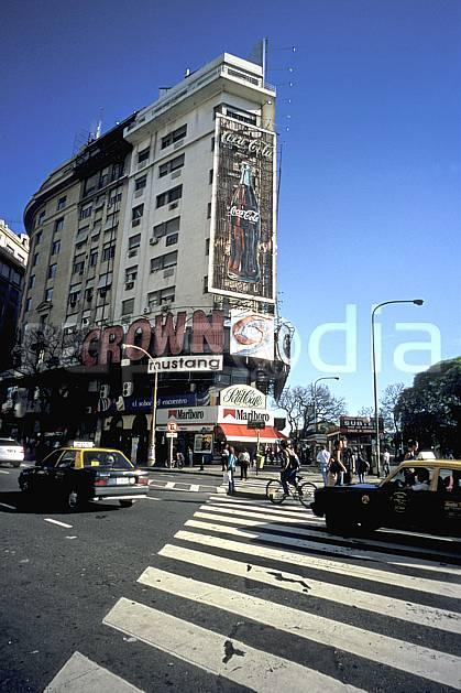 ee3207-04LE : Patagonie.  Amérique du sud, Amérique Latine, Amérique, ville, rue, route, voiture, immeuble, C02, C01 environnement, habitation, transport, voyage aventure (Argentine).