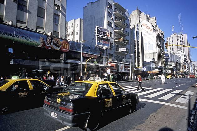 ee3207-05LE : Patagonie.  Amérique du sud, Amérique Latine, Amérique, ville, rue, route, voiture, immeuble, C02, C01 environnement, habitation, transport, voyage aventure (Argentine).