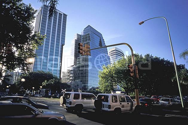ee3207-09LE : Patagonie.  Amérique du sud, Amérique Latine, Amérique, ville, rue, route, voiture, immeuble, C02, C01 environnement, habitation, transport, voyage aventure (Argentine).
