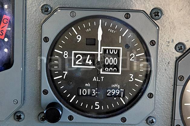 ef051587LE : A bord d'un Atlantique II. Altitude 24000 pieds.  Europe, CEE, avion, vue aérienne, cockpit, cadran, instrument de navigation, C02, C01 matériel, transport, voyage aventure (France).