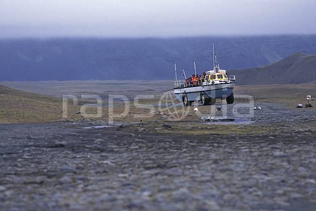 ef1031-32LE : Véhicule amphibie, Jokulsarlon.  ONU, OTAN, camion, ciel nuageux, C02, C01 transport, voyage aventure, mer (Islande).
