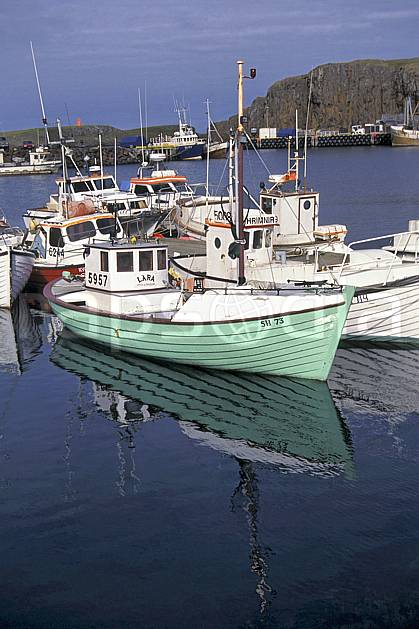ef1043-03LE : Port de pêche, Islande.  ONU, OTAN, bateau, littoral, ciel nuageux, C02, C01 transport, voyage aventure, mer (Islande).
