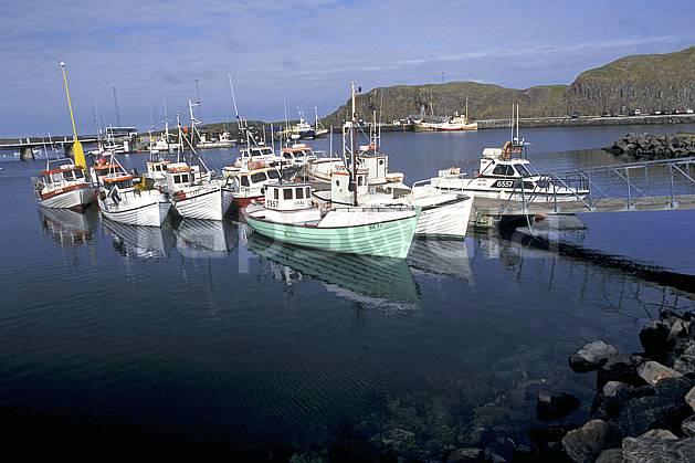 ef1043-04LE : Port de pêche, Islande.  ONU, OTAN, bateau, littoral, ciel nuageux, C02, C01 transport, voyage aventure, mer (Islande).