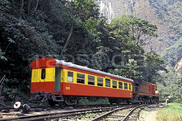 ef1202-37LE : Train du Machu pichu.  Amérique du sud, Amérique Latine, train, C02, C01 transport, voyage aventure (Pérou).