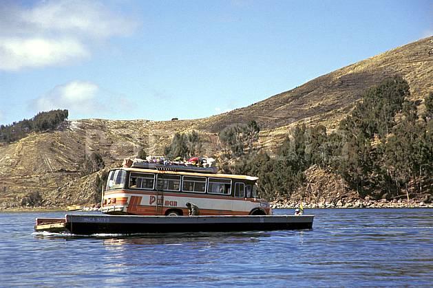 ef1206-36LE : Bac.  Amérique du sud, Amérique Latine, Amérique, bateau, littoral, bus, ciel bleu, C02, C01 lac, transport, voyage aventure, mer (Bolivie).