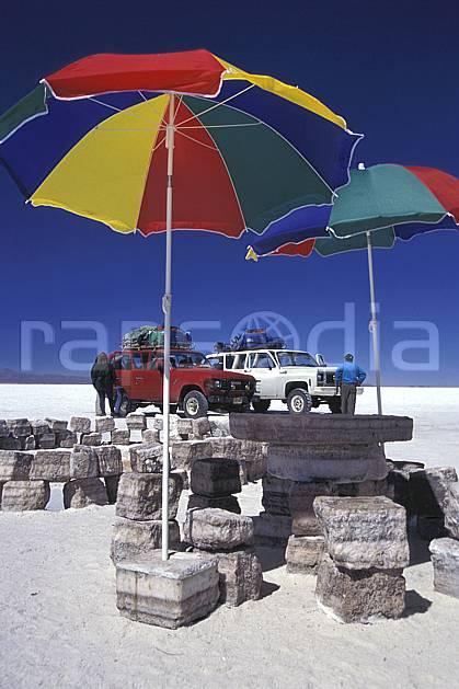 ef1218-05LE : 4x4 dans le désert de sel, Sud Lipez.  Amérique du sud, Amérique Latine, Amérique, ciel bleu, désert de sel, voiture, C02, C01 transport, voyage aventure (Bolivie).