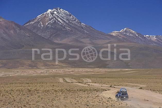 ef1220-19LE : 4x4 dans le Sud Lipez. 4x4 Amérique du sud, Amérique Latine, Amérique, sport, loisir, action, sport mécanique, voiture, ciel bleu, piste, voiture, C02, C01 désert, paysage, transport, voyage aventure (Bolivie).