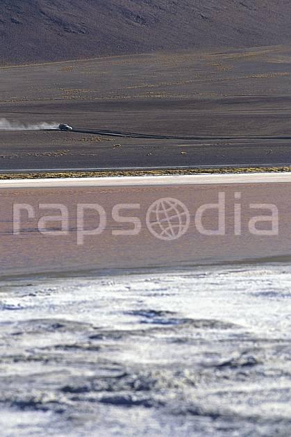 ef1222-29LE : 4x4 dans le  Sud Lipez.  Amérique du sud, Amérique Latine, Amérique, espace, piste, voiture, C02, C01 lac, paysage, transport, voyage aventure (Bolivie).