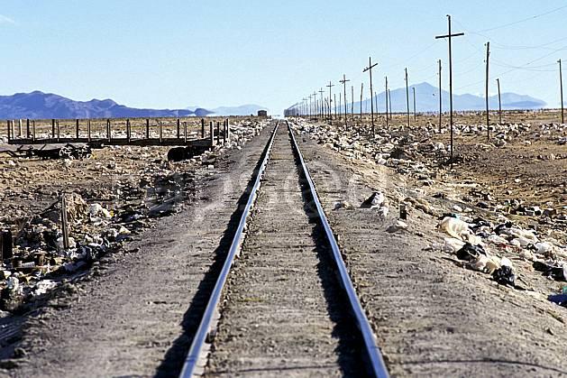 ef1227-21LE : Chemin de fer, Uyuni, Sud Lipez.  Amérique du sud, Amérique Latine, Amérique, ciel voilé, train, C02, C01 environnement, paysage, transport, voyage aventure (Bolivie).