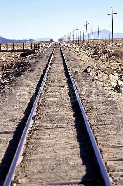 ef1227-22LE : Chemin de fer, Uyuni, Sud Lipez.  Amérique du sud, Amérique Latine, Amérique, ciel voilé, train, C02, C01 environnement, paysage, transport, voyage aventure (Bolivie).