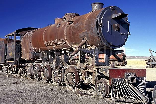 ef1227-24LE : Cimetière de locomotives, Uyuni, Sud Lipez.  Amérique du sud, Amérique Latine, Amérique, ciel bleu, train, C02, C01 patrimoine, transport, voyage aventure (Bolivie).