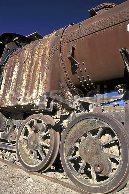ef1228-03LE : Cimetière de locomotives, Uyuni, Sud Lipez.  Amérique du sud, Amérique Latine, Amérique, ciel bleu, train, C02, C01 patrimoine, transport, voyage aventure (Bolivie).