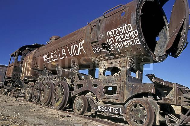 ef1228-04LE : Cimetière de locomotives, Uyuni, Sud Lipez.  Amérique du sud, Amérique Latine, Amérique, ciel bleu, train, C02, C01 patrimoine, transport, voyage aventure (Bolivie).