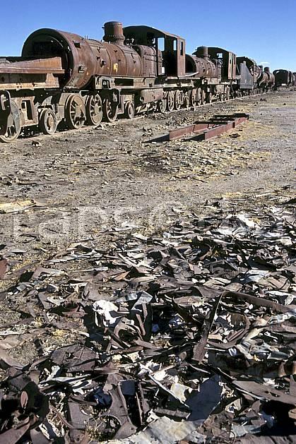 ef1228-05LE : Cimetière de locomotives, Uyuni, Sud Lipez.  Amérique du sud, Amérique Latine, Amérique, ciel bleu, train, C02, C01 patrimoine, transport, voyage aventure (Bolivie).